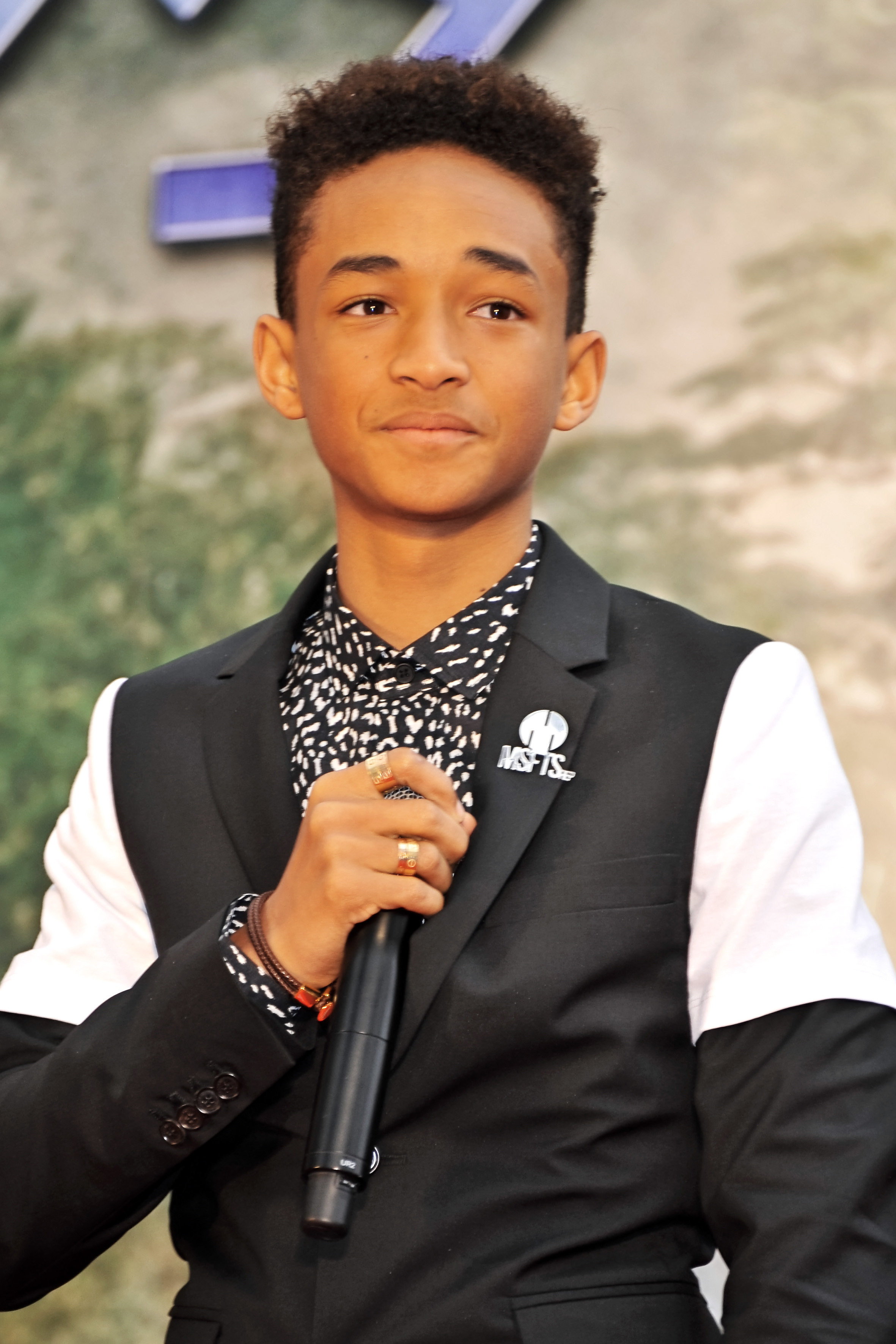 Hbo s new pilot brothers starring jaden smith casting for Jaden smith 2015